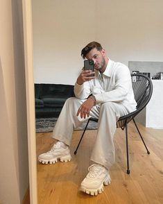 White Feed Instagram, Instagram Pose, Ideas For Instagram Photos, Insta Photo Ideas, Creative Portrait Photography, Photography Poses, Mens Photoshoot Poses, Mirror Man, Selfie Poses