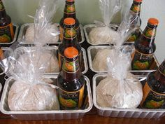 Pumpkin Beer Bread: A Party Favor: DIY Autumn/Halloween Gifts.I love this fall treat idea! Simple and super sweet to let people know you are thinking about them throughout the holidays! Pumpkin Recipes, Fall Recipes, Holiday Recipes, Party Favors, Pumpkin Beer, Beer Bread, Homemade Gifts, Diy Gifts, Homemade Beer