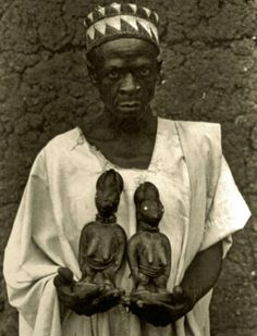 Ramanu Iyanda holding a pair of ere ibeji representing the younger sisters of his father, Jimoh Ajadi. Said to be carved by his grandfather, Yesafu Amuda. Town of Somodero, Olondi compound, Oyo State, Nigeria, 1980. Photo courtesy of Deborah Stokes.