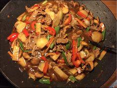 biff chop suey Chop Suey, Asian Recipes, Ethnic Recipes, Recipe Boards, Wok, Japchae, Nom Nom, Food And Drink, Beef
