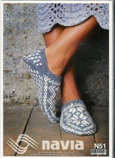 Ravelry: Project Gallery for Slippers with Stars (Strikkede Tøfler med Stjerne) pattern by Navia Diy Tricot Crochet, Bonnet Crochet, Knitted Slippers, Crochet Slippers, Knit Or Crochet, Slipper Socks, Knitting Kits, Fair Isle Knitting, Knitting Projects