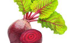 Proč zařadit červenou řepu do svého jídelníčku? 1) Červená řepa bojuje s oxidativním stresem a poškozeními, které způsobují volné radikály. Za to jsou odpovědné hlavně látky jako betalainů a polyfenoly. 2) Posiluje stěny krevních cév a kapilár, za což vděčí vysokému obsahu vitamínů skupiny B. 3) Červená řepa je bohatá na kyselinu listovou a draslík …