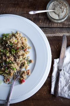 Creamy quinoa salad with veggies and zesty sesame butter (recipe in French) Gf Recipes, Vegetarian Recipes, Dinner Recipes, Healthy Recipes, Eat Lunch, Lunch Time, Quinoa Dishes, Everyday Food, Cooking Light