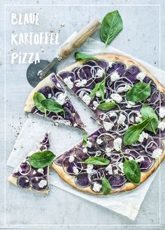 Blaue Kartoffel-Pizza Good Mood, Avocado Toast, Vegetable Pizza, Dinner, Vegetables, Cooking, Breakfast, Food, Gourmet
