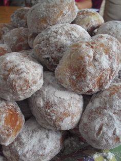 Cristina's world: Gogosi clasice Romanian Food, Romanian Recipes, Food Cakes, Doughnuts, Feta, Cake Recipes, Goodies, Sweets, Bread