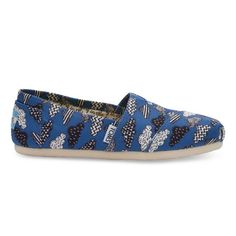 Choosing the right product just buy TOMS Blue Blue Canvas Cloud Print  Women s Classics. 3d499a8318