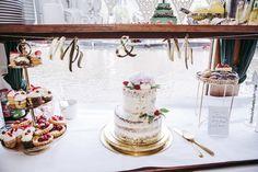 Standesamtliche Hochzeit im Ermeler Haus mit Saxophonmusik. Die Feier des Brautpaares fand auf einem gemütlichen Holzboot und grandioser Hochzeitstorte von süßeflora statt.  #berlinweddings #hochzeit #brautkleid #lebendigehochzeitsfotos #hochzeitsfotografberlin #hochzeitsfotografie #berlin #sommerhochzeit #hochzeitsinspiration #hochzeitsfotos #lebendigehochzeitsfotos #hochzeitsreportage #brautstyling #jawort #hochzeitsboot #hochzeitsfeieraufderspree #ermelerhaus #hochzeitstorte #süsseflora Flora, Table Decorations, Civil Wedding, Newlyweds, Wedding Cakes, Wedding Photography, Celebration, Bridle Dress, House