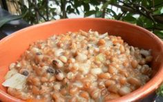 Zuppa di borlotti freschi - Ricetta per preparare la zuppa di borlotti freschi, una zuppa buonissima e semplice da servire tiepida in estate oppure calda di inverno, accompagnatela con dell'olio a crudo e i crostini di pane.