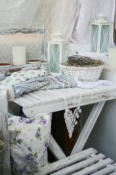 Def like the blue shabby chic better than the pink Shabby Chic Cottage, Vintage Shabby Chic, Vintage Home Decor, Cottage Style, Vintage Modern, Devine Design, Style Deco, Love Your Home, Romantic Homes