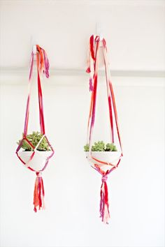 Easy-to-Make Macrame Plant Hangers - 25 DIY Plant Hangers with Full Tutorials - DIY & Crafts