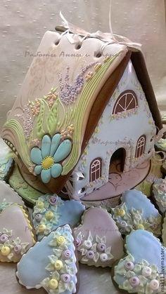 Пряничный домик - на свадьбу! Наполняем пряниками для гостей! На пряничные рассадочные карточки можно нанести надпись, пожелание!