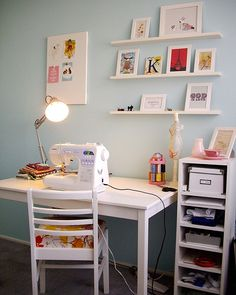 15 Trendy Sewing Table For Small Spaces Wall Colors Small Sewing Space, Table For Small Space, Sewing Spaces, Sewing Rooms, Small Spaces, Sewing Room Design, Sewing Room Decor, Bureau Design, Sewing Desk