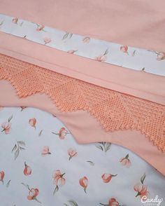 This Pin was discovered by Nec Couture, Linen Bedding, Bed Sheets, Crochet, Bed Pillows, Diy And Crafts, Shabby Chic, Two Piece Skirt Set, Sewing