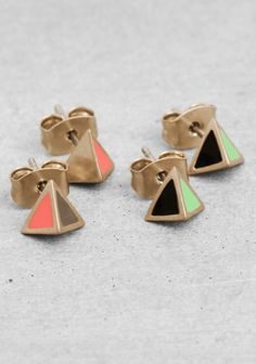 ALYSON FOX & OTHER STORIES Made from brushed, gold metal, these pyramid shaped earring studs have colourful enamel side panels. Set of 2 pairs. Nickel tested.
