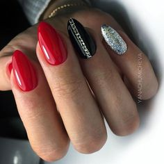 What Christmas manicure to choose for a festive mood - My Nails Bright Red Nails, Green Nails, Red And Silver Nails, Pastel Nails, Red Shellac Nails, Nail Polish, Bling Nails, 3d Nails, Silver Nail Designs