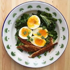 Breaky time! Eggs, collard greens with butter and garlic, smoked mackerel. What did you enjoy this morning? eat with no worry..
