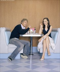 Matt Czuchry and Alexis Bledel 😍 Ahhhh why can't Rory and Logan be real and married and back on the air on Gilmore Girls? Estilo Rory Gilmore, Gilmore Girls Logan, Rory And Logan, Team Logan, Lorelai Gilmore, Gilmore Girls Tattoo, Amy Sherman Palladino, Matt Czuchry, Glimore Girls
