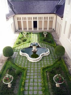 I've often thought about a house wrapped around a lovely courtyard. Spanish Courtyard, Courtyard House, Formal Gardens, Outdoor Gardens, Dream Garden, Home And Garden, Outdoor Spaces, Outdoor Living, Landscape Design