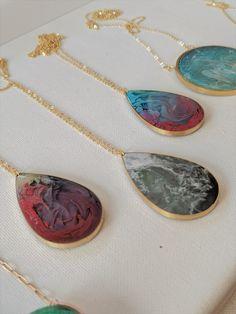 Making Resin Jewellery, Clay Jewelry, Jewelry Art, Resin Jewlery, Resin Necklace, Drop Necklace, Necklaces, Diy Resin Art, Resin Crafts