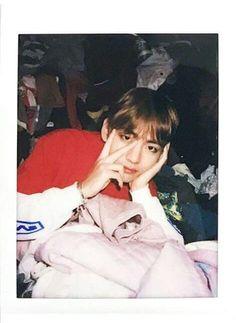Kim Taehyung V. Bts Taehyung, Jimin, Daegu, Taekook, Bts Polaroid, Bts Boys, Boyfriend Material, K Idols, Photo Cards