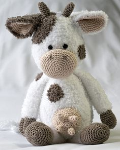Cow form (minus the udders). Crochet Cow, Cute Crochet, Crochet For Kids, Crochet Dolls, Amigurumi Patterns, Knitting Patterns, Crochet Patterns, Cow Toys, Knitted Animals