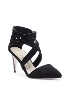 Chic black pumps made from luxurious nubuck leather by @solesociety
