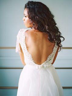 Amanda K Photography |Wedding Sparrow | Sarah Seven Gown | Organic Wedding Style Inspiration