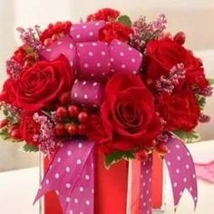 Send beautiful flower arrangements to brighten someone's day! Whether looking for a floral arrangement of roses or mixed flowers, find something perfect! Valentine's Day Flower Arrangements, Rosen Arrangements, Artificial Flower Arrangements, Seasonal Flowers, Red Flowers, Red Roses, Beautiful Flowers, Flowers Garden, Colorful Flowers