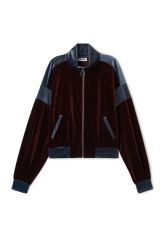 <p>The Lessie Jacket brings together sporty style and lux feel of a velvet material. Made of panels in contrasting colours, it has a turtleneck, a zipper along the front, dropped shoulders, batwing sleeves and a wide elasticated hemline.<br /><br />- The model is 178 cm tall and wears size small, that measures 118 cm in chest circumference, 55,50 cm in length and 55 cm in sleeve length.<br /></p>
