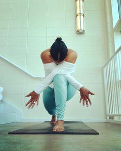 Surrender to what is. Let go of what was. Have faith in what will be. sonia ricotti #highlungevariation for day one of #SweetSummerSplits Hosts: @_monette @yoga_mami @milena.moon @sdharamr @twistedgalpal @taylor_munholland Sponsored by @aloyoga Ring by @jennifers_copper_silver #yogachallenge2018 #Juneyogachallenge #yoga2018 #igyogafamily #gratitude #yogachallenge #yogi #yogini #yogaeverydamday #myyogalife #yogalove #yogapose #yoga #asana #balance #yogagram #yogagirl #benddontbreak…