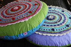 Hey, I found this really awesome Etsy listing at https://www.etsy.com/listing/105005858/flower-cushion-pattern-pdf