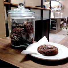 In Düsseldorf haben Gourmets gute Karten: Wir haben ein paar leckere Restaurant- und Café-Tipps für dich. Inklusive Rezepte zum Nachkochen.