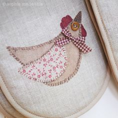 Country kitchen chicken oven gloves | sophie made this http://www.sophiemadethis.co.uk