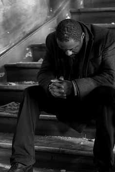 Idris Elba as John Luther. If you haven't seen BBC America's Luther, look for it! Drama Series, Tv Series, Luther Bbc, Bbc Tv, Bbc America, Idris Elba, Raining Men, Monochrom, Good Looking Men