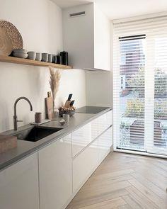 A Comprehensive Overview on Home Decoration - Modern Kitchen On A Budget, Kitchen Dining, Kitchen Decor, Kitchen Countertops, Kitchen Cabinets, Cuisines Design, Küchen Design, Modern Kitchen Design, Beautiful Kitchens