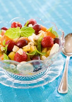 Trooppinen hedelmäsalaatti   Hedelmä- ja marjasalaatit   Pirkka Fruit Salad, Snacks, Healthy, Food, Fruit Salads, Appetizers, Essen, Meals, Health