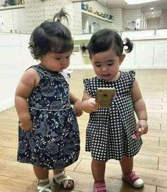 💛two very cute💜little ones--🖤💙💛💚🧡💛💗💜 Precious Children, Beautiful Children, Beautiful Babies, Beautiful People, Little People, Little Ones, Baby Pictures, Cute Pictures, Little Babies