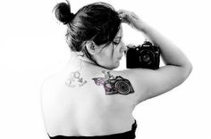 Camera Tattoo - Laura Oldfather Photography   www.facebook.com/LauraOPhotography Back Tattoos, New Tattoos, Girls With Cameras, Antique Cameras, Tattoo Photography, Female Photographers, Piercings, Tattoo Designs, Ink