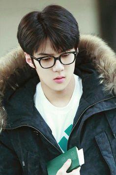 haha sehun being a geek❤️ Chanyeol, Kyungsoo, Kris Wu, Rapper, Sehun Cute, Ko Ko Bop, Exo Official, Pelo Bob, Kim Minseok