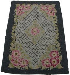 Antique Hook Carpet Shabby Chic Cottage, Cozy Cottage, Cozy House, Magic Carpet, Rug Hooking, Attic, Vintage Black, Bohemian Rug, Victorian