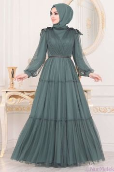 Hijab Evening Dress, Hijab Dress Party, Hijab Style Dress, Evening Dresses, Simple Pakistani Dresses, Pakistani Dress Design, Simple Long Dress, Dress Brukat, Sleeves Designs For Dresses