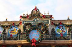 Christmas in DisneyLand Paris. Yes please! FInd out what we got up to on the blog today :-) #disney #newyearseve #paris #festive #holidays #travel #eurodisney #family #tbloggers #blog #lockedinabow