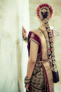 south indian bridal hair style look. its so pretty to wedding bride. South Indian Wedding Hairstyles, Indian Hairstyles, Saree Hairstyles, Diy Hairstyles, Bridal Braids, Indian Bridal Wear, Indian Designer Wear, Mode Style, Indian Dresses