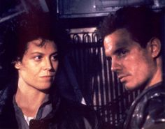 Aliens Sigourney Weaver and Michael Biehn. I saw this film when I was 14 or 15 and seriously this one scene is when I first consciously realised I was bisexual. I just could not decide whether Sigourney or Michael was hotter. Alien Movie Poster, Aliens Movie, I Movie, James Cameron Aliens, Alien Pictures, Alien Pics, Aliens 1986, Lance Henriksen, Sci Fi Thriller