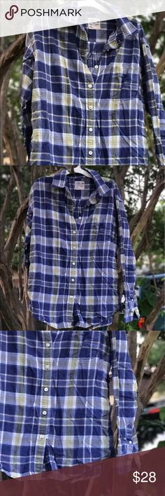American Eagle plaid button down size L Plaid green and blue button down. Fits well on a Large or Xtra Large. Nice and flowy top American Eagle Outfitters Tops Button Down Shirts