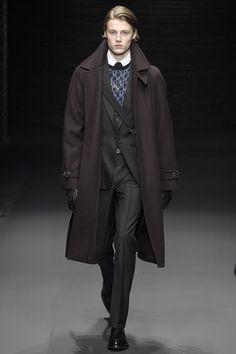 See the complete Salvatore Ferragamo Fall 2017 Menswear collection.