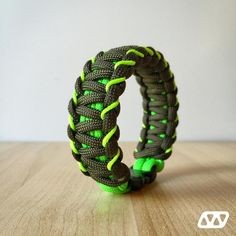 """127 Me gusta, 5 comentarios - House Of Cords (@houseofcords) en Instagram: """"4 strand core Solomon with simple stitching. Olive Drab & Neon Green + Neon Green microcord.…"""""""