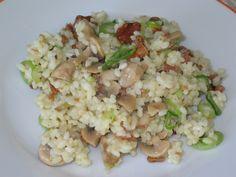 Rustikale Reispfanne mit Pilzen