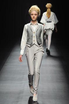 Yasutoshi Ezumi Fall 2013 Ready-to-Wear Collection Slideshow on Style.com