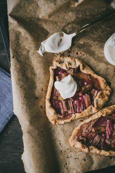 Rhubard and Rye Cinnamon Tartlets / Top with Cinnamon